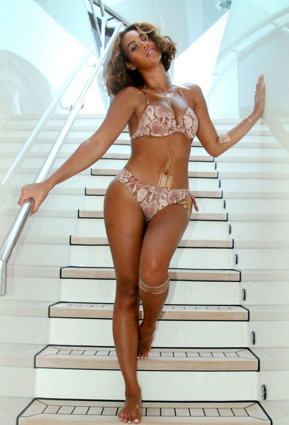 Beyonce thigh photoshop her gap