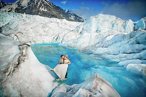 Stunning photos of a bride and groom on a glacier