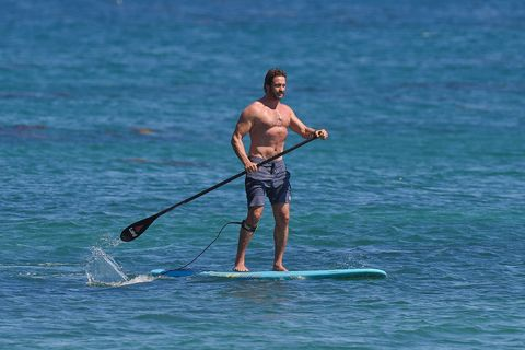Do enjoy these pictures of Gerard Butler paddleboarding