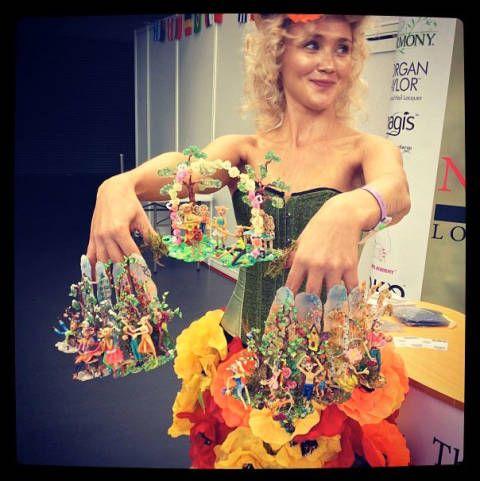 Fashion accessory, Bouquet, Necklace, Creative arts, Cut flowers, Flower Arranging, Body jewelry, Floral design, Fashion design, Floristry,