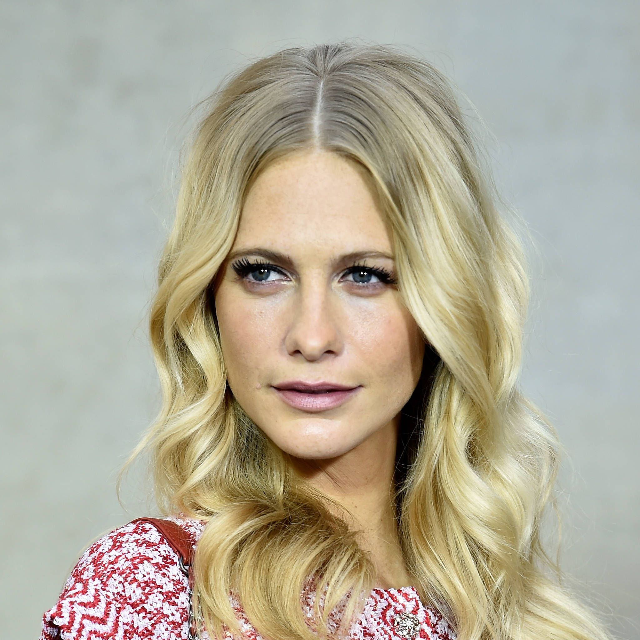 Poppy Delevingne hairstyle at Chanel show - Spring/Summer 2015 beauty trends - Paris Fashion Week