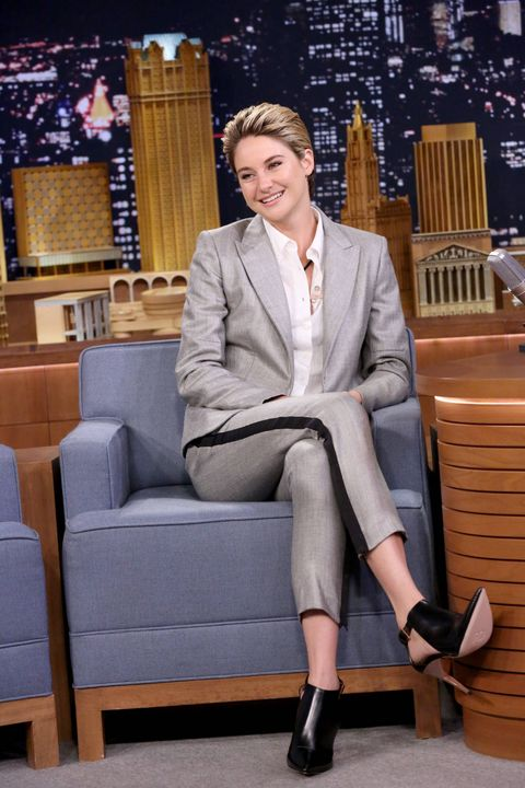 Clothing, Leg, Outerwear, Human leg, Collar, Coat, Style, Formal wear, Blazer, Sitting,