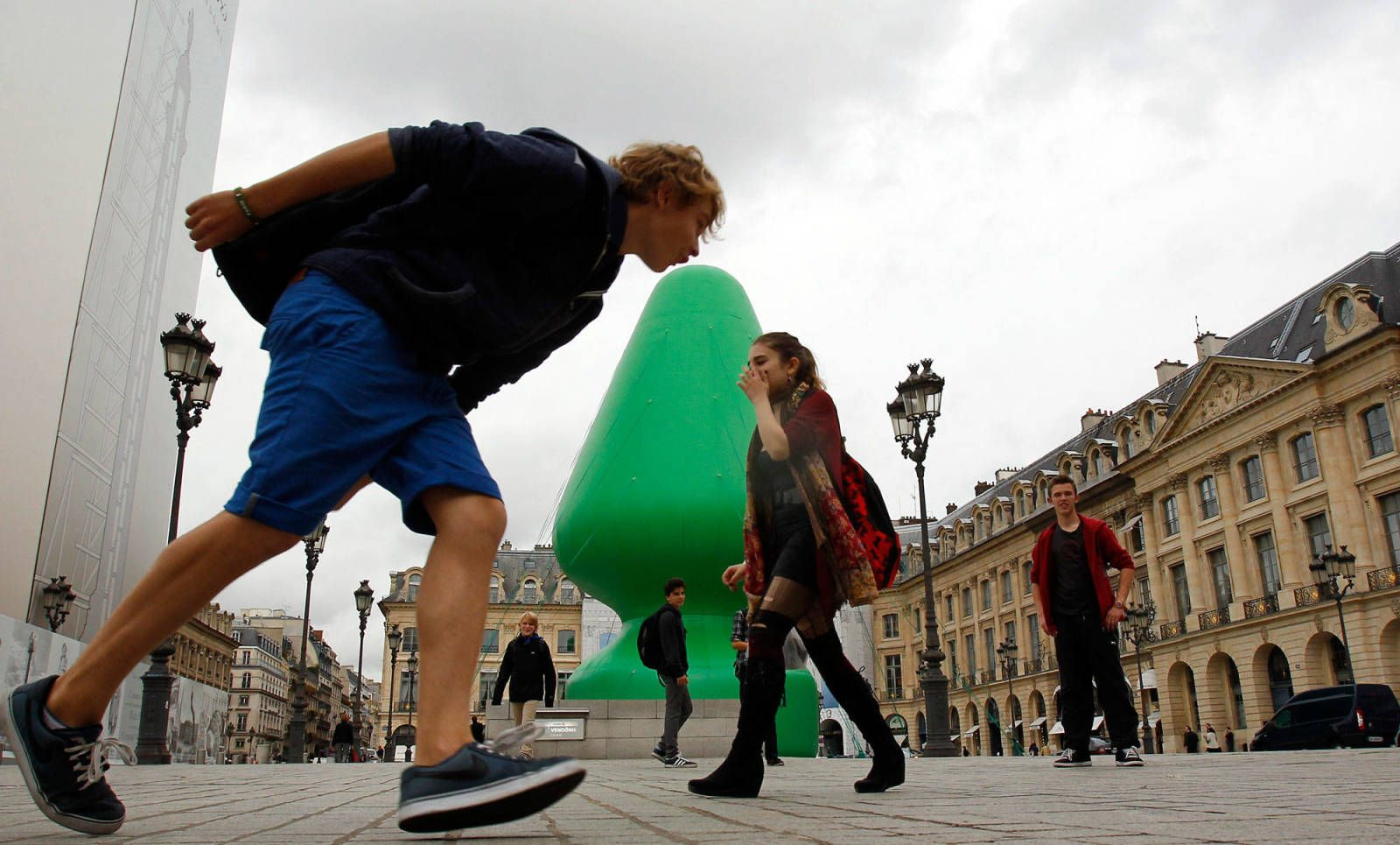 Paris have erected a giant butt plug instead of a Christmas tree ...