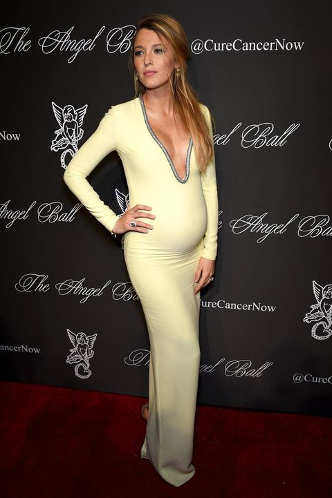 Pregnant Blake Lively looks lovely in yellow, low-cut dress at the ...