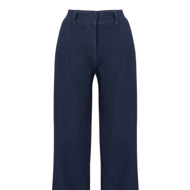 If you're harbouring some height then you are lucky enough to wear wide-leg denim all winter long and embrace the folk trend with both legs.