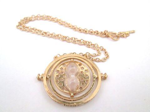 Chain, Photograph, Amber, Metal, Fashion, Jewellery, Brass, Material property, Body jewelry, Circle,