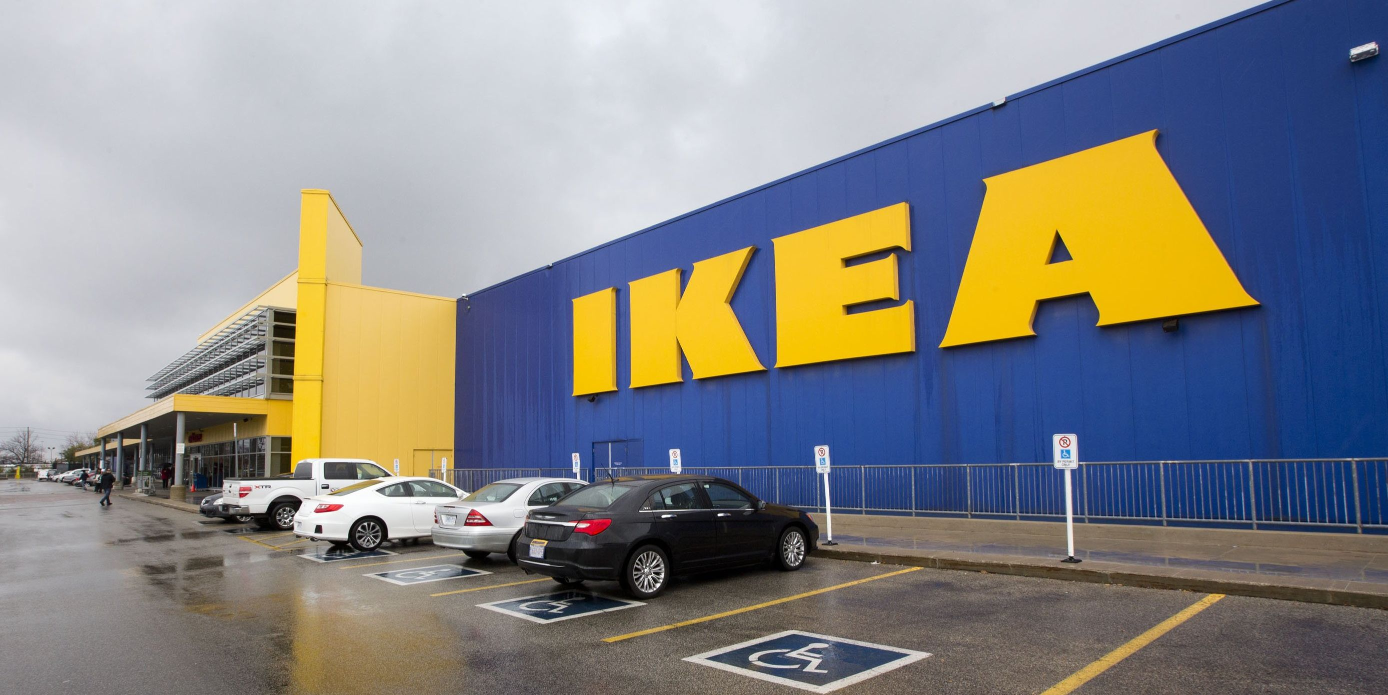 boy sleeps in ikea for a week after running away from home