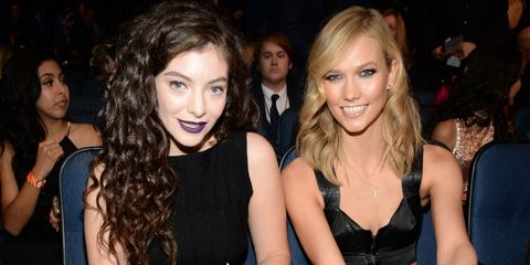 Lorde and Karlie Kloss at the American Music Awards 2014 - best celebrity beauty looks - Cosmopolitan.co.uk