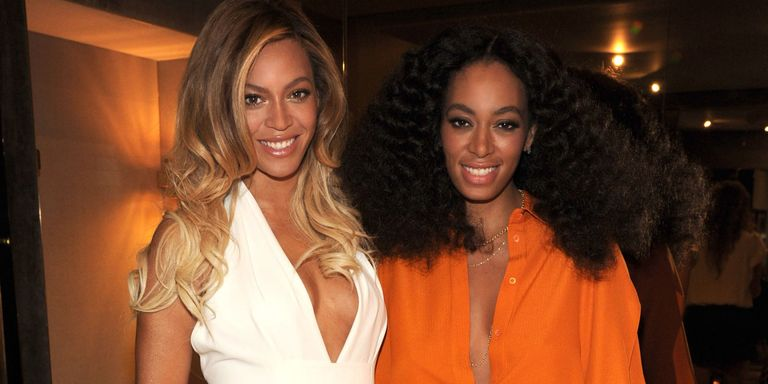 https://hips.hearstapps.com/cosmouk.cdnds.net/14/52/1600x800/nrm_1419610492-beyonce_and_solange_knowles.jpg?resize=768:*