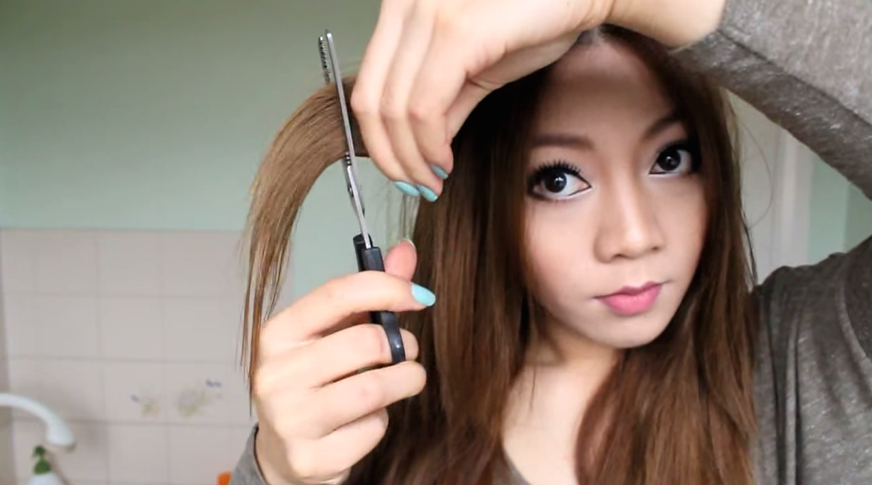 YouTube Tutorials That Make DIY Haircuts Look Super Easy - Diy ponytail cut layers