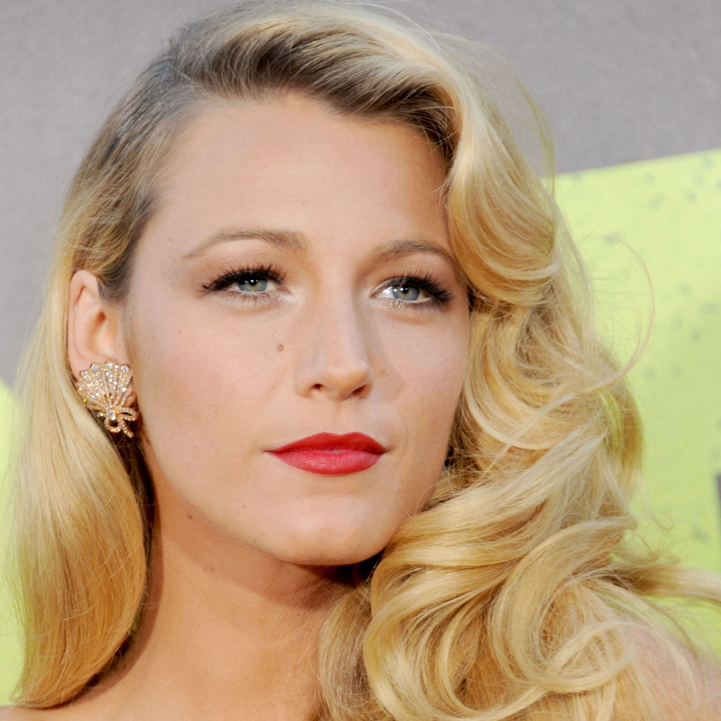 Blake Lively - 11 celebrities with gorgeous beauty spots