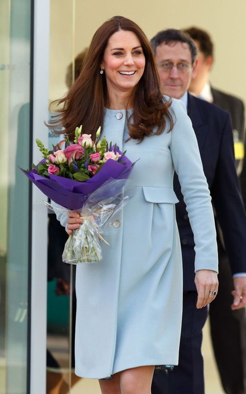 Woman's Day Photoshop Kate Middleton's face into oblivion and the results are AWFUL