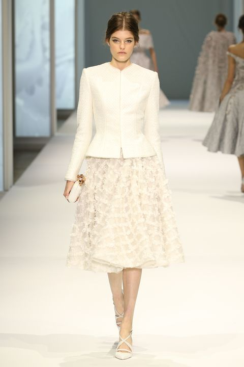 Clothing, Sleeve, Fashion show, Shoulder, Textile, Joint, Runway, Style, Waist, Fashion model,