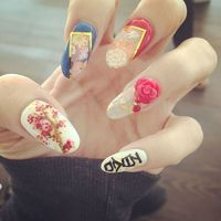 Lily Allen's Japanese nail art