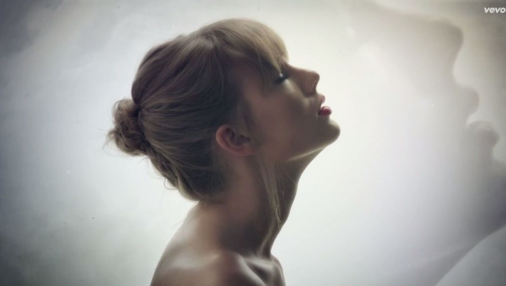 Taylor Swift\u0027s Style video is here and it\u0027s all weird and