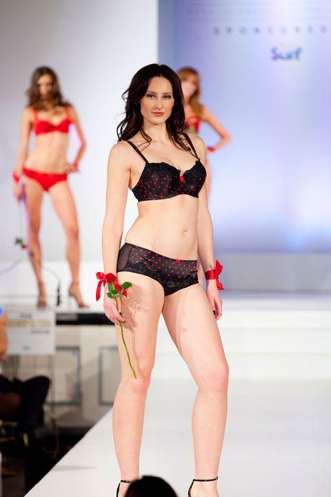 Leg, Human leg, Skin, Shoulder, Brassiere, Joint, Waist, Fashion show, Thigh, Abdomen,