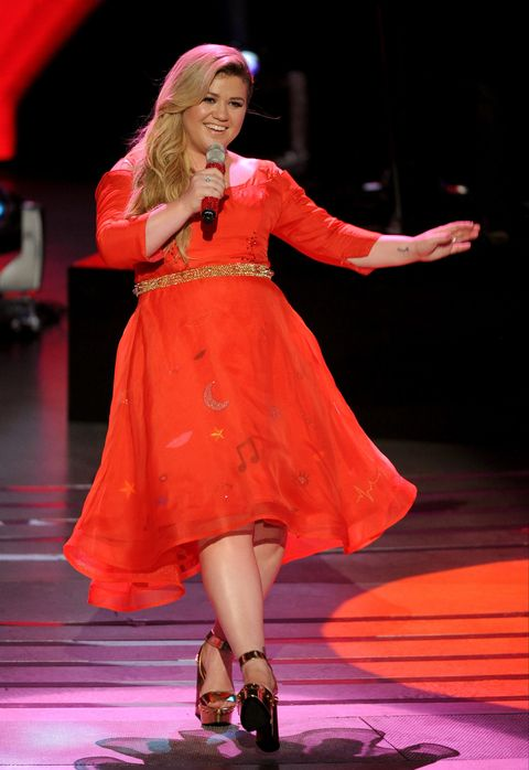 Kelly Clarkson performing onstage for American Idol