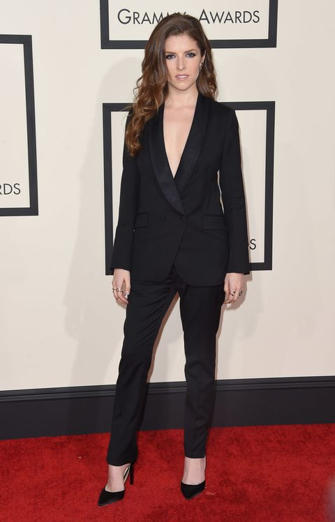 Anna Kendrick wears a black tux at the Grammy awards 2015