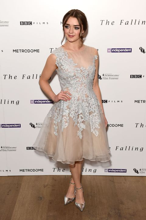 Maisie Williams wears a beautiful prom dress to her film screening