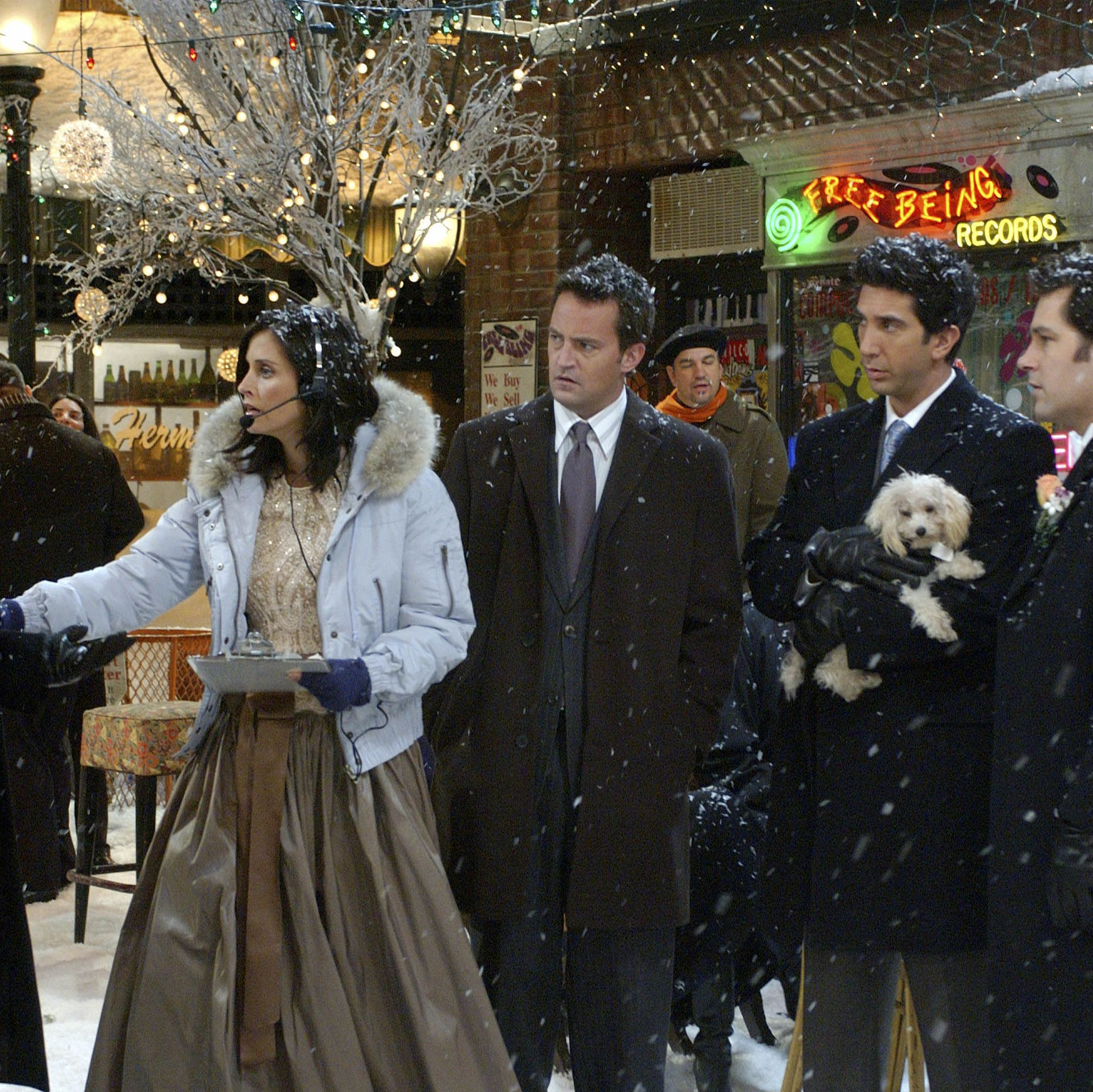 FRIENDS -- NBC Series -- &quot&#x3B;The One With Phoebe&#39&#x3B;s Wedding&quot&#x3B; -- Pictured: (l-r) Matt LeBlanc as Joey Tribbiani, Courteney Cox as Monica Geller-Bing, Matthew Perry as Chandler Bing, David Schwimmer as Dr. Ross Geller, Paul Rudd as Mike Hannigan -- Photo by: NBCU Photo Bank