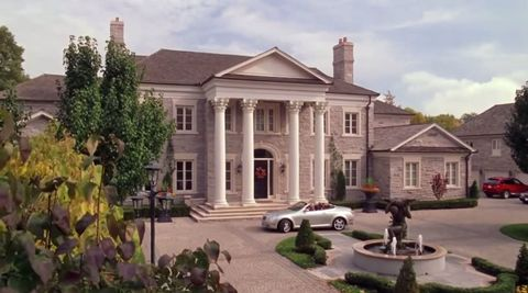 Regina George S Mean Girls Mansion Is For Sale And We Want It