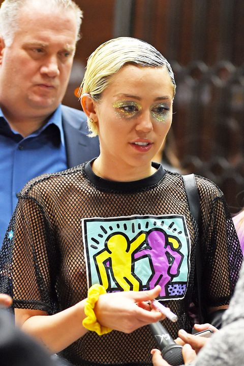 Miley Cyrus wears glitter all over her eyes
