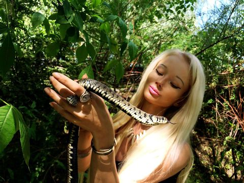 Human Barbie and her crop top hang out with snakes at the beach