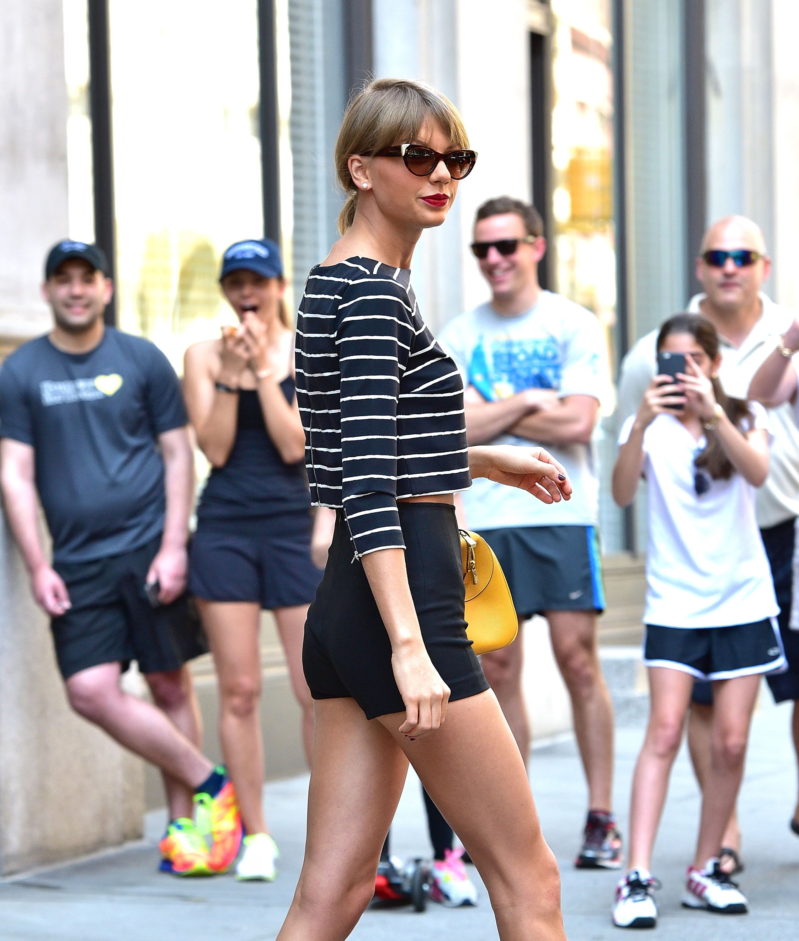 Taylor Swift Goes To Extreme Lengths To Avoid The Paparazzi On Her Hike