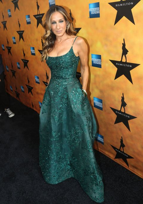 68d6d1f3ac7 Sarah Jessica Parker wears a green sequinned ball gown to the opening night  of Hamilton the