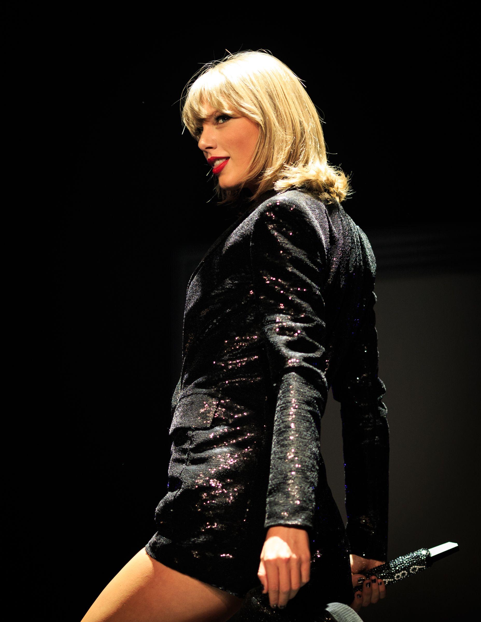 Taylor Swift Just Brought Ellen Degeneres Onstage For Her 1989 Tour