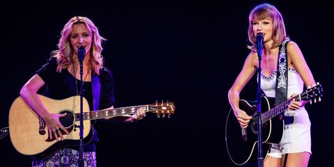 Lisa Kudrow sang Smelly Cat with Taylor Swift and it was perfect