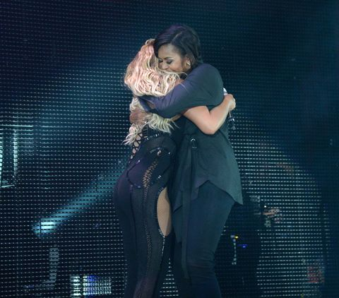 Beyoncé and Michelle Obama hugged and the internet just can