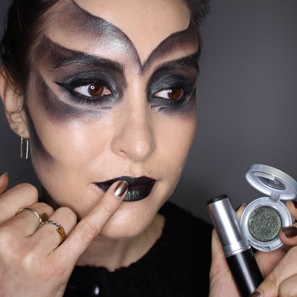 Halloween makeup how-to: Alien lizard makeup look