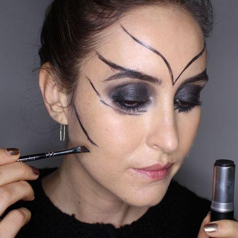 32da776f443 Halloween makeup how-to: Alien lizard makeup look