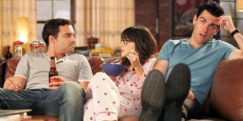 new girl zooey deschanel - on sofa with housemates roomates