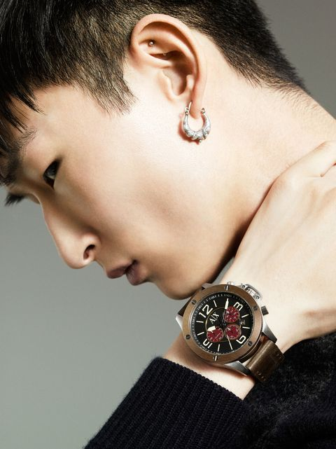 Ear, Earrings, Hairstyle, Skin, Forehead, Eyebrow, Watch, Analog watch, Wrist, Fashion accessory,