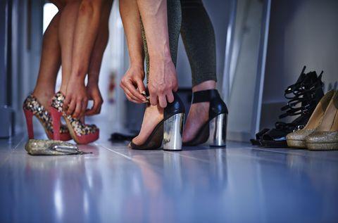 Footwear, Shoe, Human leg, Toe, Joint, Foot, Sandal, Fashion accessory, Fashion, Tan,