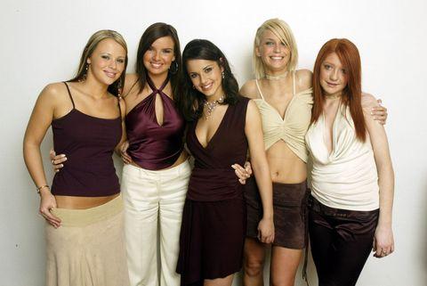 Smile, Shoulder, Waist, Trunk, Friendship, Abdomen, Fashion, Youth, Beauty, Khaki,