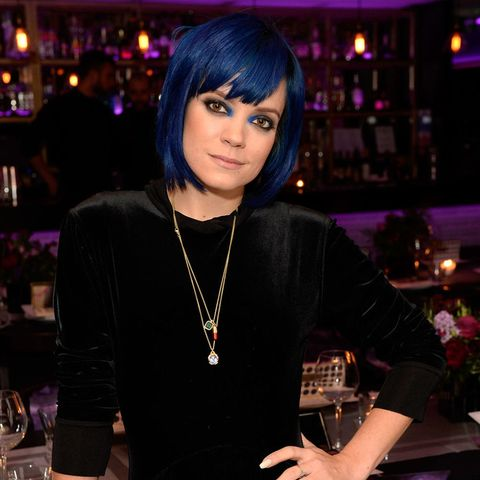 Lily Allen's blue hair and makeup combo