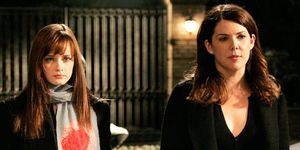 The first Gilmore Girls revival photos are doing the round on social media