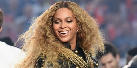 Beyoncé nearly fell over on stage, recovered like a pro