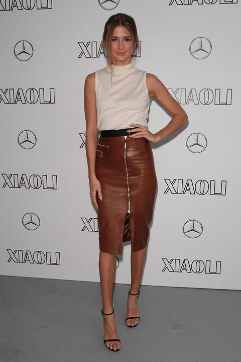 Brown, Sleeve, Skin, Shoulder, Human leg, Joint, White, Standing, Waist, Style,