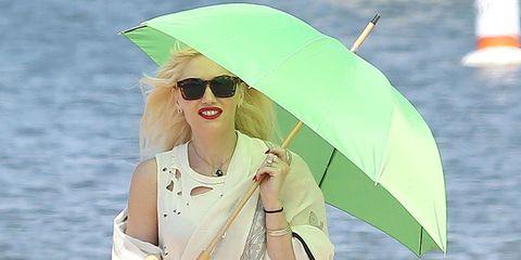 Gwen Stefani beach umbrella