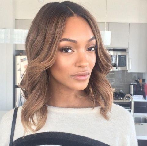 Lip, Brown, Hairstyle, Chin, Eyebrow, Eyelash, Beauty, Long hair, Brown hair, Step cutting,