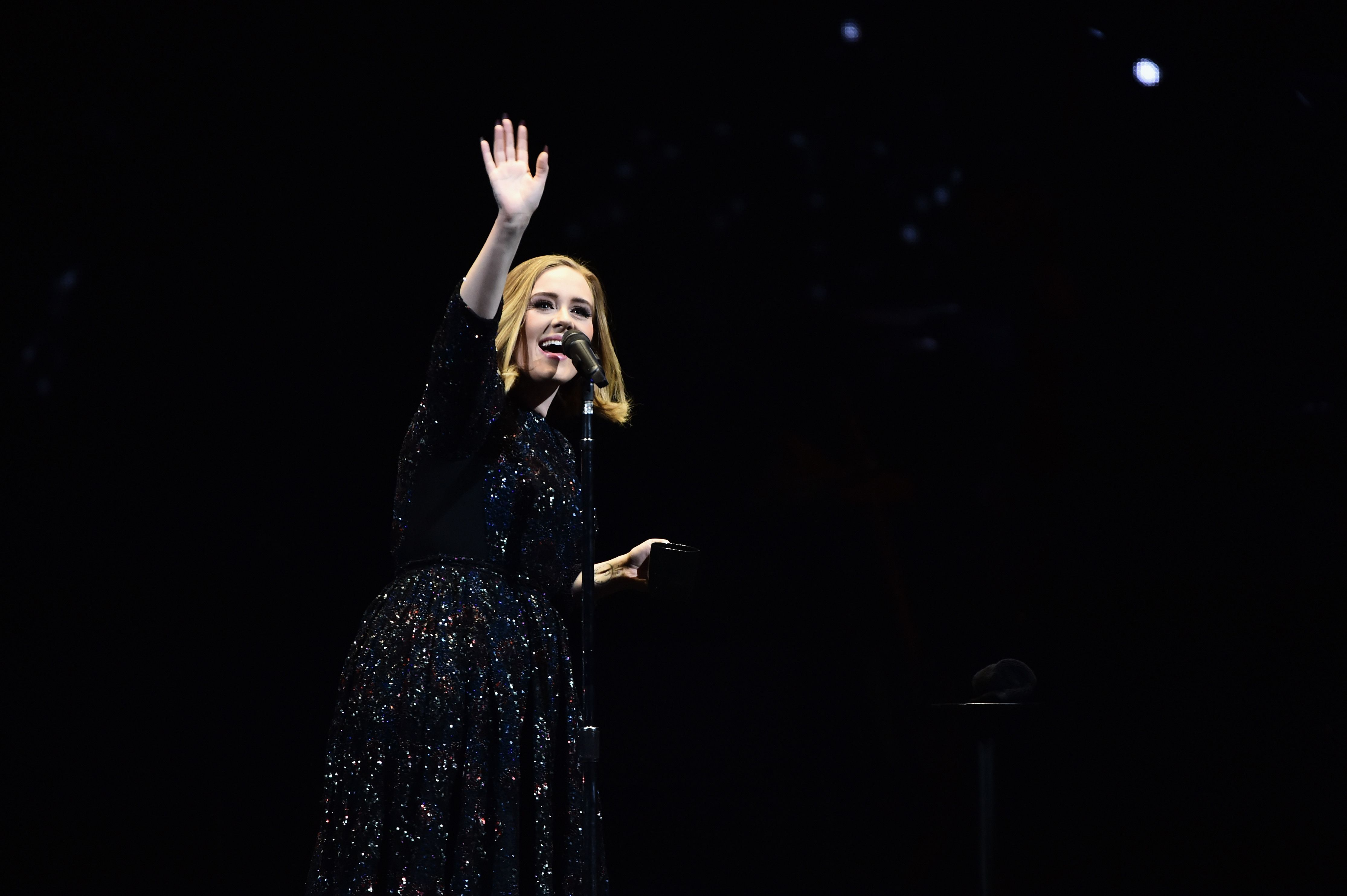 How much does singer Adele earn per day 80