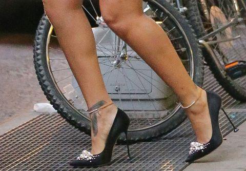 Rihanna high heels on a New  York Subway