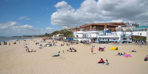 10 things you need to know before dating a girl from Bournemouth