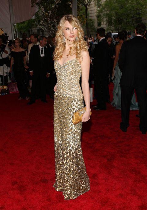 taylor swift wore a gold badgley mischka slip dress at the 2008 met gala
