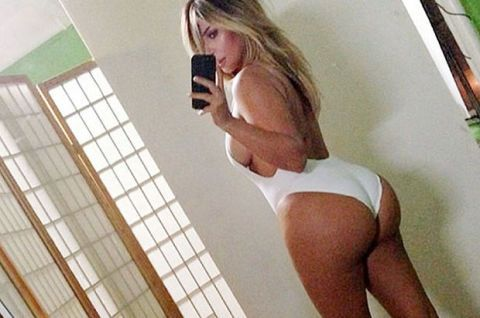 Moms give ass
