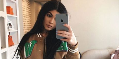 299c92aba7f This is what Kylie Jenner looks like taking a selfie…
